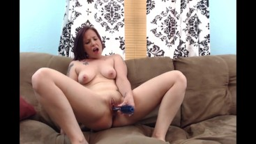 All Natural MILF Redhead Uses her Hairbrush as a Dildo