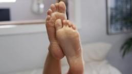 Teen Foot Scrunching Wrinkled Soles Toes Massage