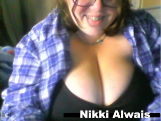 nikki alwais plays with her huge ddd titties and sucks her big nipples cam