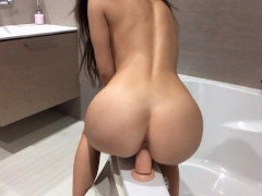Quick dildo ride before the shower - Mini Diva
