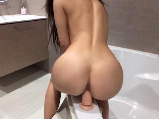 Quick dildo ride before the shower - Mini Diva