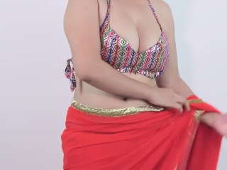 Desi Young Girls Exposed Her Boobs Huge Balloons Cleavage In Saree