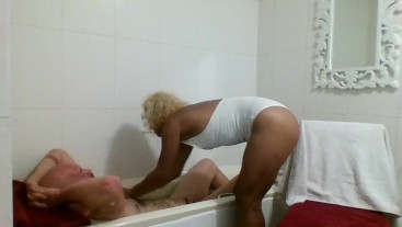 Ebony Masseuse bubble bath massage licking, sucking and fucking