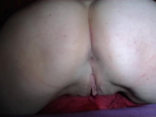 Fat girl pillow humping, very wet pussy