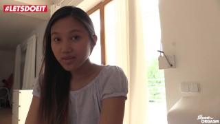 Cute Thai has Pussy Fingering Orgasm Solo (HD) porno