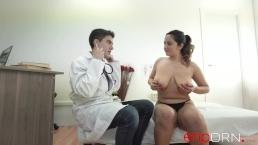 Doctor se folla a la paciente: Natalia y Jordi ENP (Masaje con final feliz)
