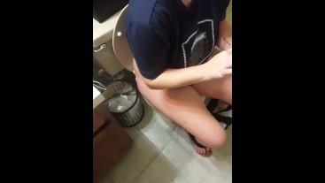 Cute Teen Girl Peeing in the Bathroom - adult.xyz/?id=23774793