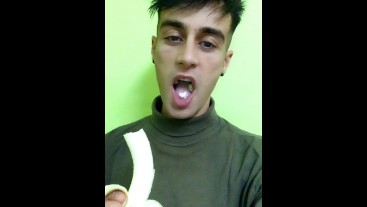 Eating food fetish - Chewing banana with crunchy sound