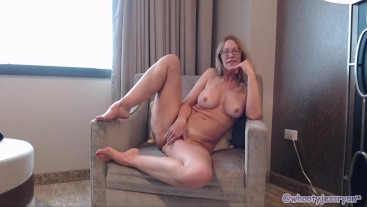 Pawg Milf Camgirl Jess Ryan Twerking and Flashing In Hotel Room