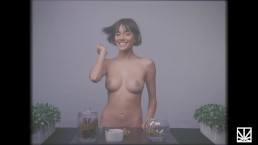 JANICE GRIFFITH ROLLS BLUNTS NAKED FOR MERRY JANE SEX WEEK 2018
