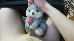 Плюшевый зайка помог мне кончить - Мастурбация с мягкой игрушкой
