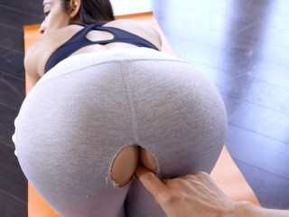 StepSiblingsCaught – Step Sisters Ripped Yoga Pants S8:E5