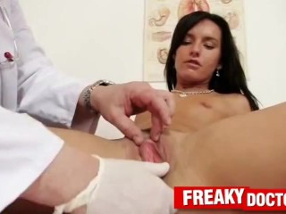 Old unlicensed gyno doctor fingering slim gal Promesita