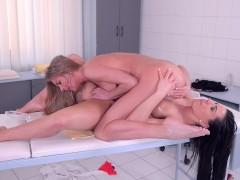 Lesbian massage therapist Athina fingers & licks sexy blondie Lolly Gartner