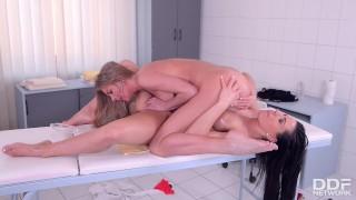 Lesbian massage therapist Athina fingers & licks sexy blondie Lolly Gartner