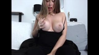 Nadržená amatérka a její mokrý orgasmus doma
