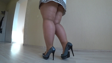 BBW puts nylon tights and shows off fat legs in high heels, foot fetish.