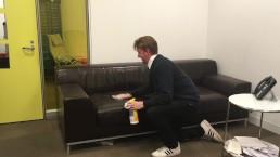 Ik desinfecteer de Casting Couch