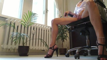 LEGS FETISH UPSKIRT VIEW