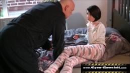 Tochter lässt sich lecken