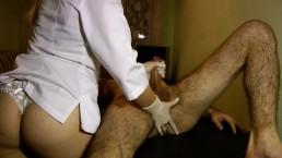 Infirmière chaude fait un massage parfait de la prostate - Jet de sperme impulsif POV