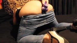 Sexy Milf Fingers and Toys Herself Wearing Tight Jeans