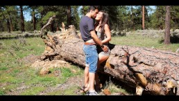 Bacio e scopo una morettina nel bosco - Sextwoo