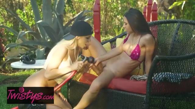 Twistys – Busty Lesbian gardener eats out daddys little girl