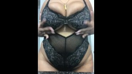 Ebony bbw shows off huge titts