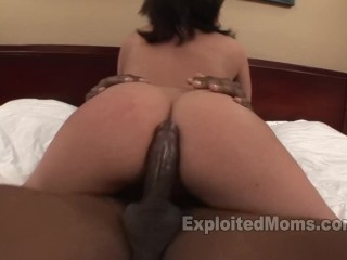 Back arch sexy hot babe latina milf w big booty gets fucked by bbc in interracial video, latina matu