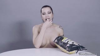Stars eating porn popcorn cain cassandra crunches fetish food