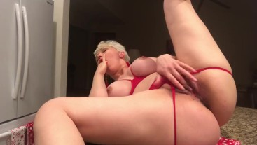 MASHA MASTURBATING ON KITCHEN COUNTER