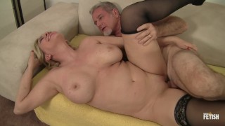Horny granny gets her cunt fucked