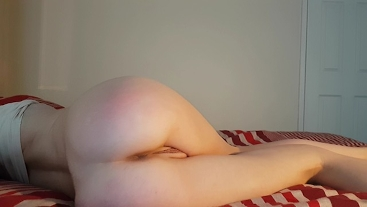 Petite Redhead Teen in Leggings Plays with Her Freshly Shaved Pussy - DLE