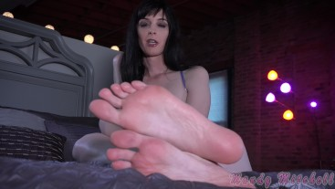 Cum on my toes and lick it up. 4K