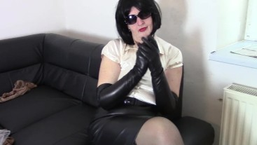 Mistress Angela before the lesson (in leather opera gloves)