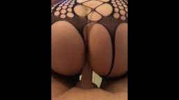 L TWERKING HER BIG ROUND ASS ON E'S THROBBING COCK