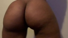 BIG BOOTY EBONY TEASING AND TWERKING HER FAT JUICY BOOTY