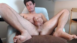 Hunk RighteousRod eagerly spreading for an audience online