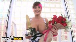 BANGBROS - Lisa Ann Receives Hottest MILF Award And Fucks Chris Strokes