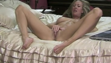 Brandi Love rubs her clit before getting cum dribbled all over it