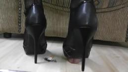 Shoejob in pumps