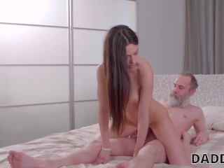 Teens fuck young chatte rase nues mere et filles