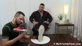Muscular pervert Joey J tongued by feet worshiper Amateurs fuck