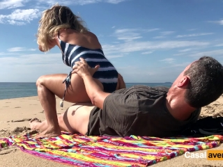 New Real Amateur Public Anal Sex Risky on the Beach !!!