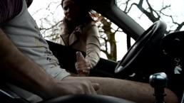 Jolie Brune me branle et me suce vite fait dans un parking public