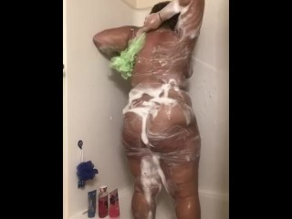 ASS CLAPPING AND SHAKING IN WET MODE!