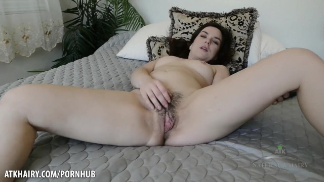 Juliette March plays with her hairy cunt