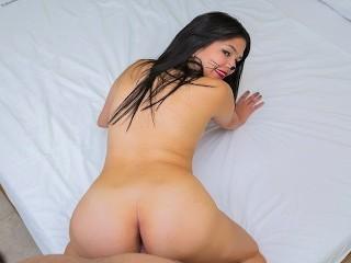VRLatina.com - Sexy Pussy Fun with Teen