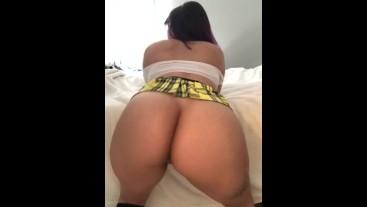 Jada Conbreezy Ass shake and twerk as a Big booty school girl
